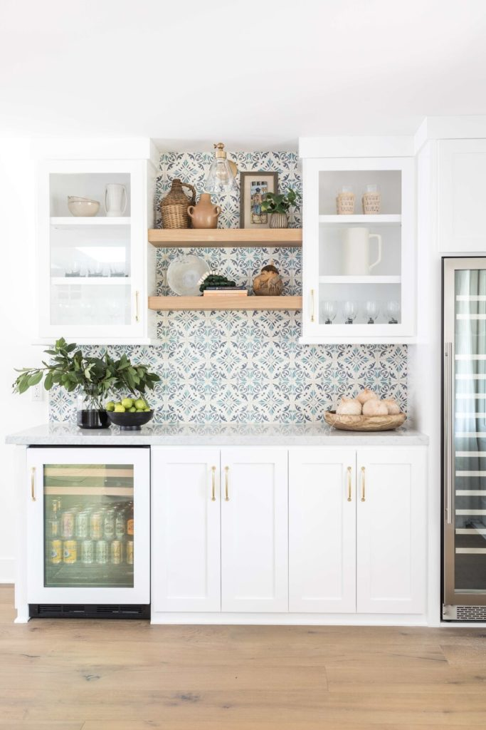 Blue & white tile inspired wallpaper in a kitchen